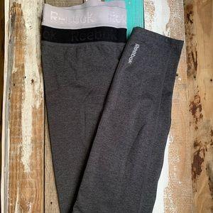 Reebok leggings size M dark gray